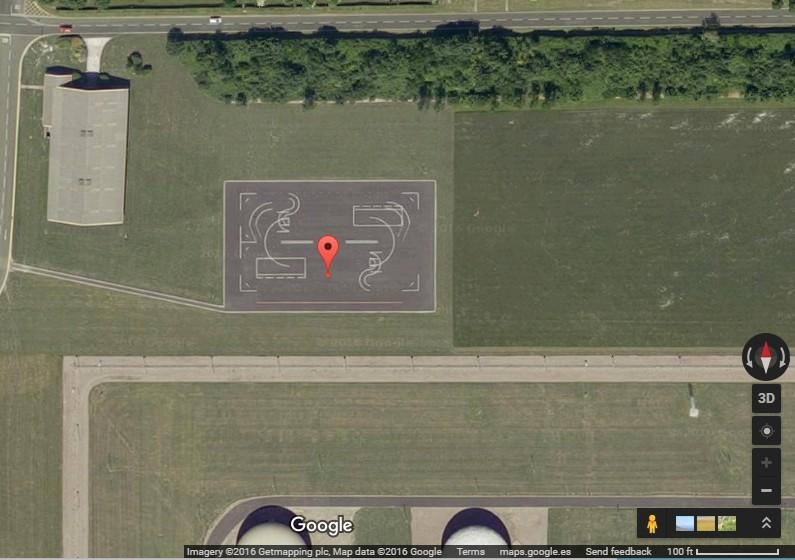 google earth - extrañas pistas en bases militares
