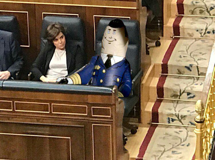 memes mocion de censura mariano rajoy - piloto automatico en el escaño