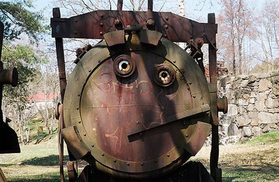 paleidolia 6 - tanque con cara de circunstancia